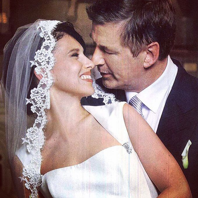 Hilaria Thomas marries Alec Baldwin in Amsale, 2012
