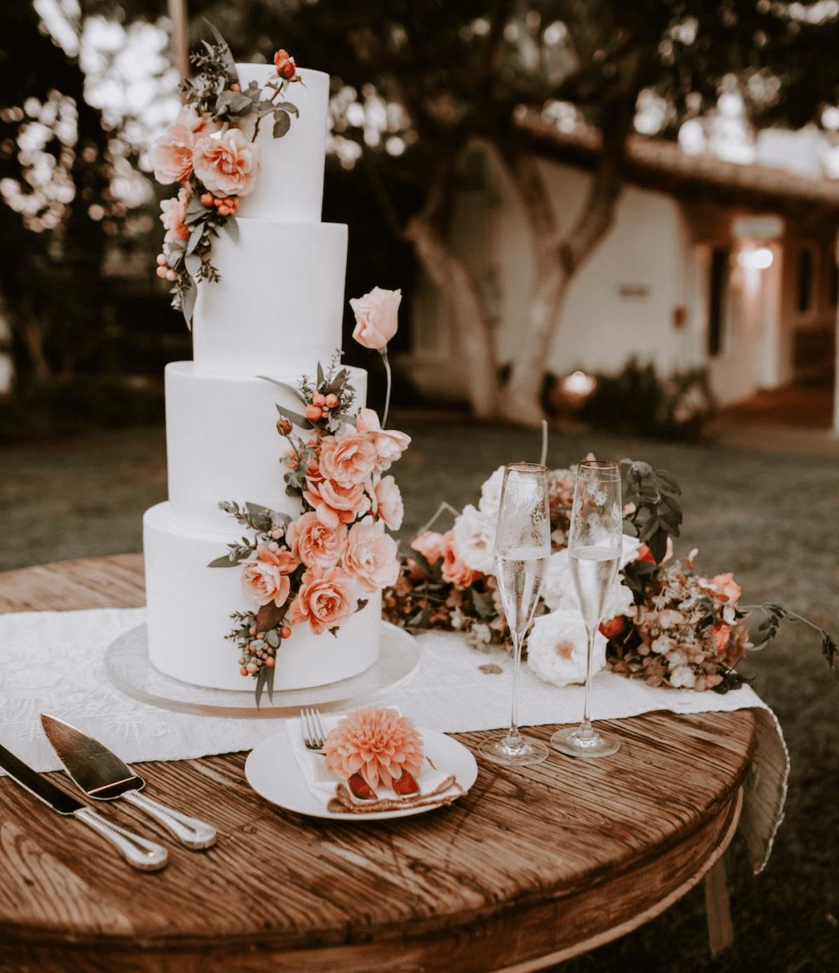 Beautiful Wedding Cakes: Incredible American Wedding Traditions to follow