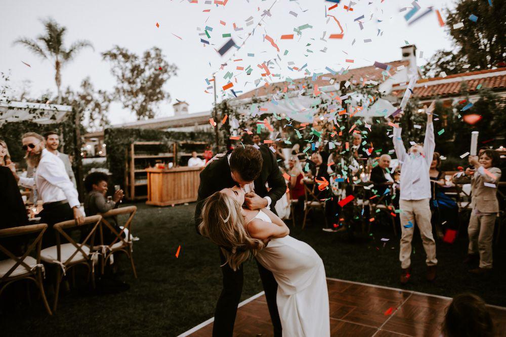 Dancefloor kiss