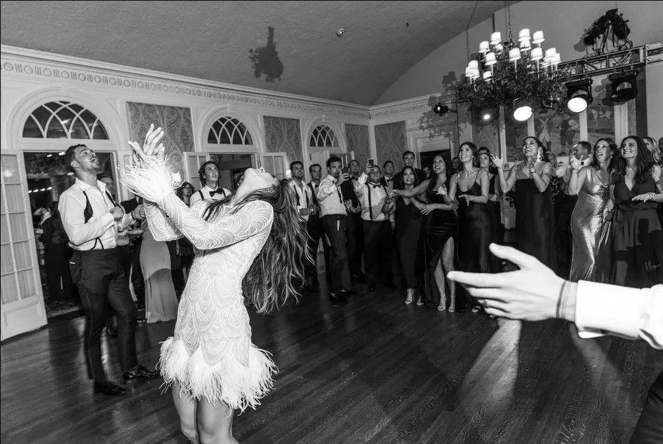 82 Best Wedding Bouquet Toss Songs