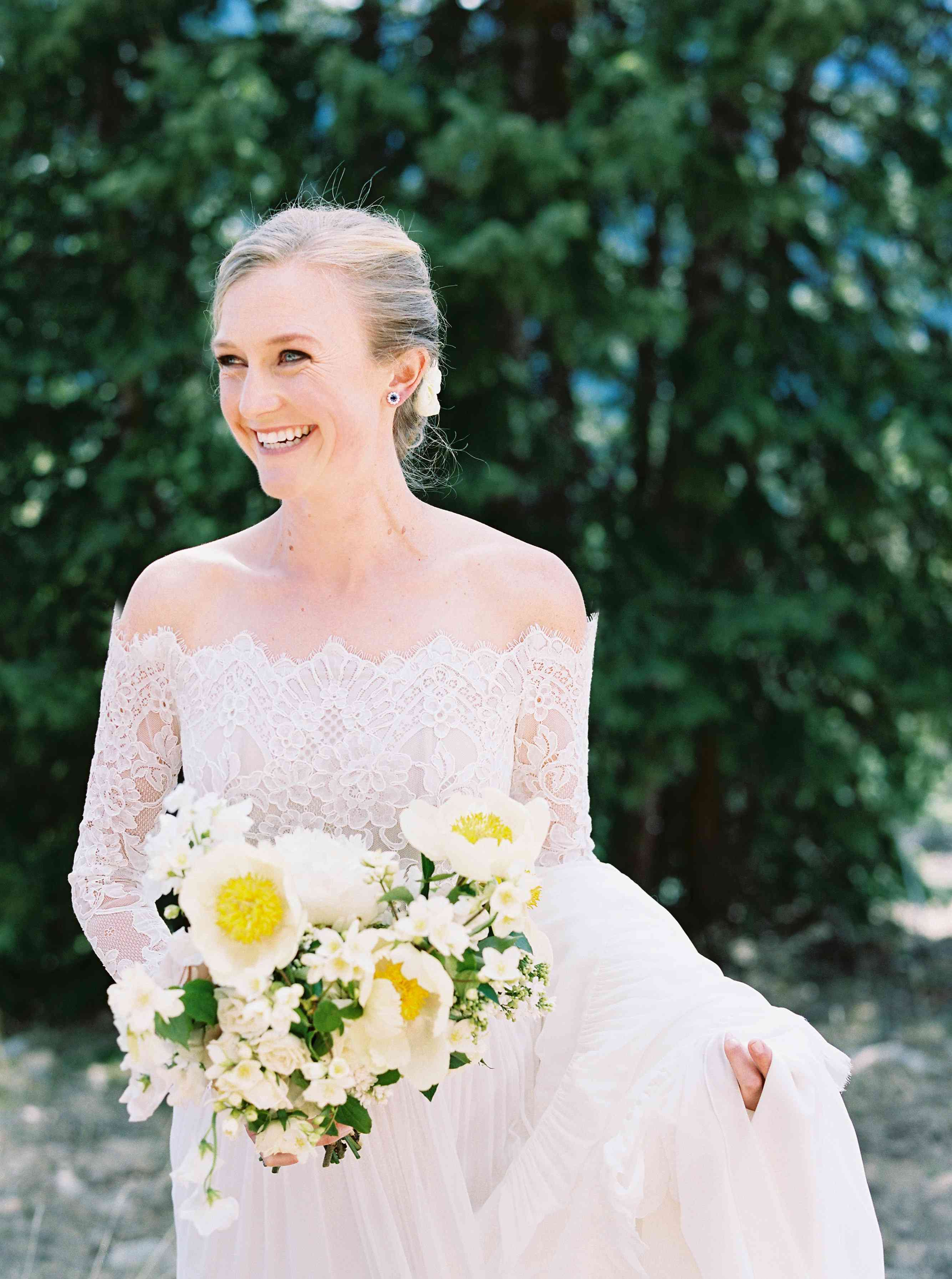 <p>off the shoulder wedding dress</p><br><br>