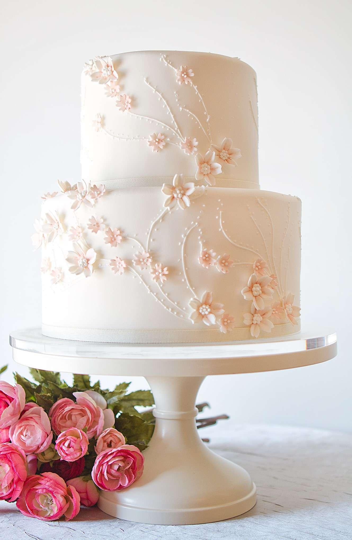 embroidery wedding cake
