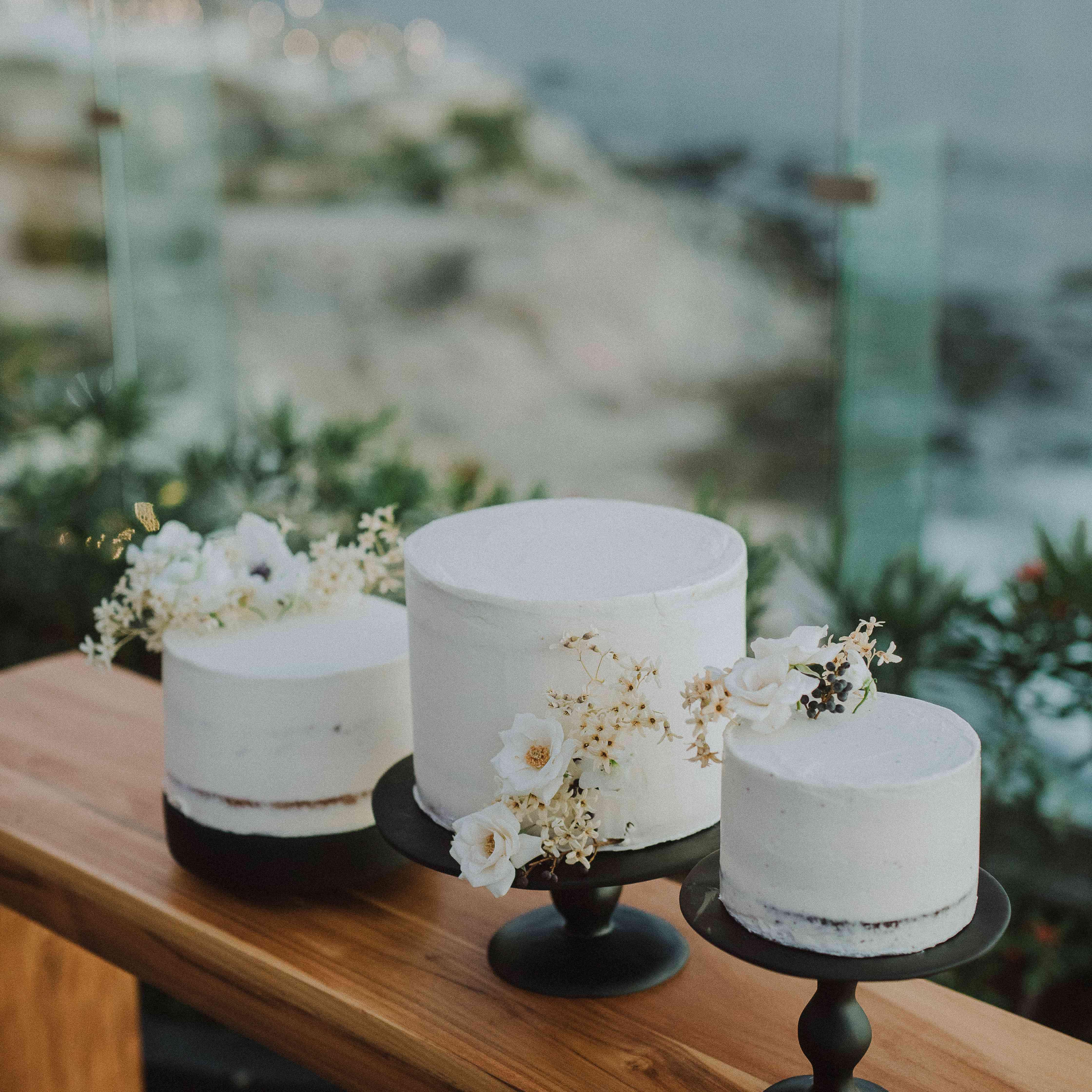 White Single-Tiered Cakes