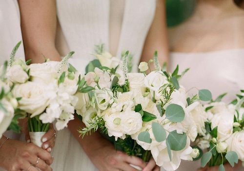 <p>Bridesmaids bouquets</p>