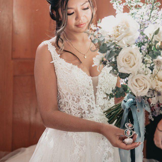 photo locket wedding bouquet