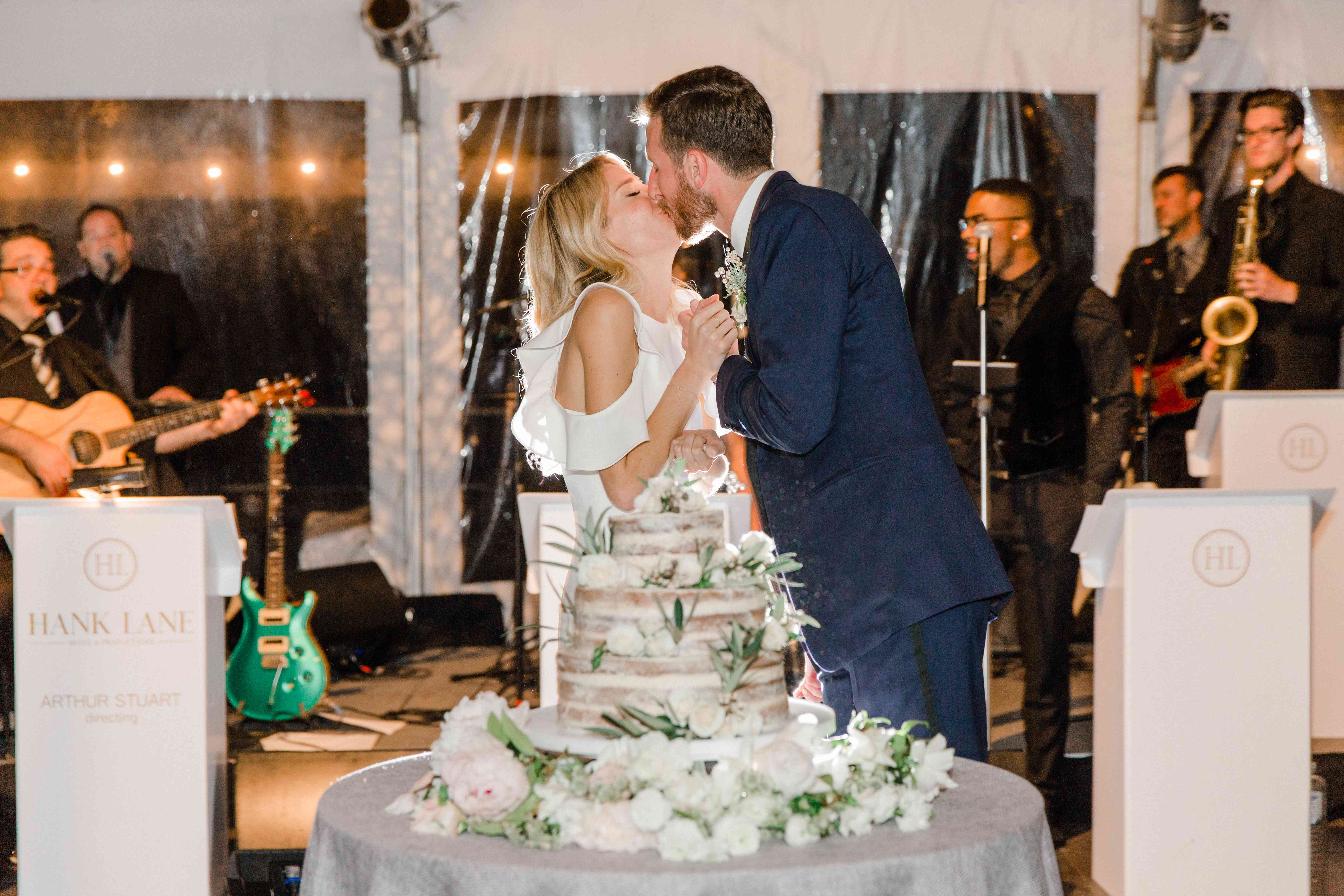 <p>couple kissing naked cake</p><br><br>