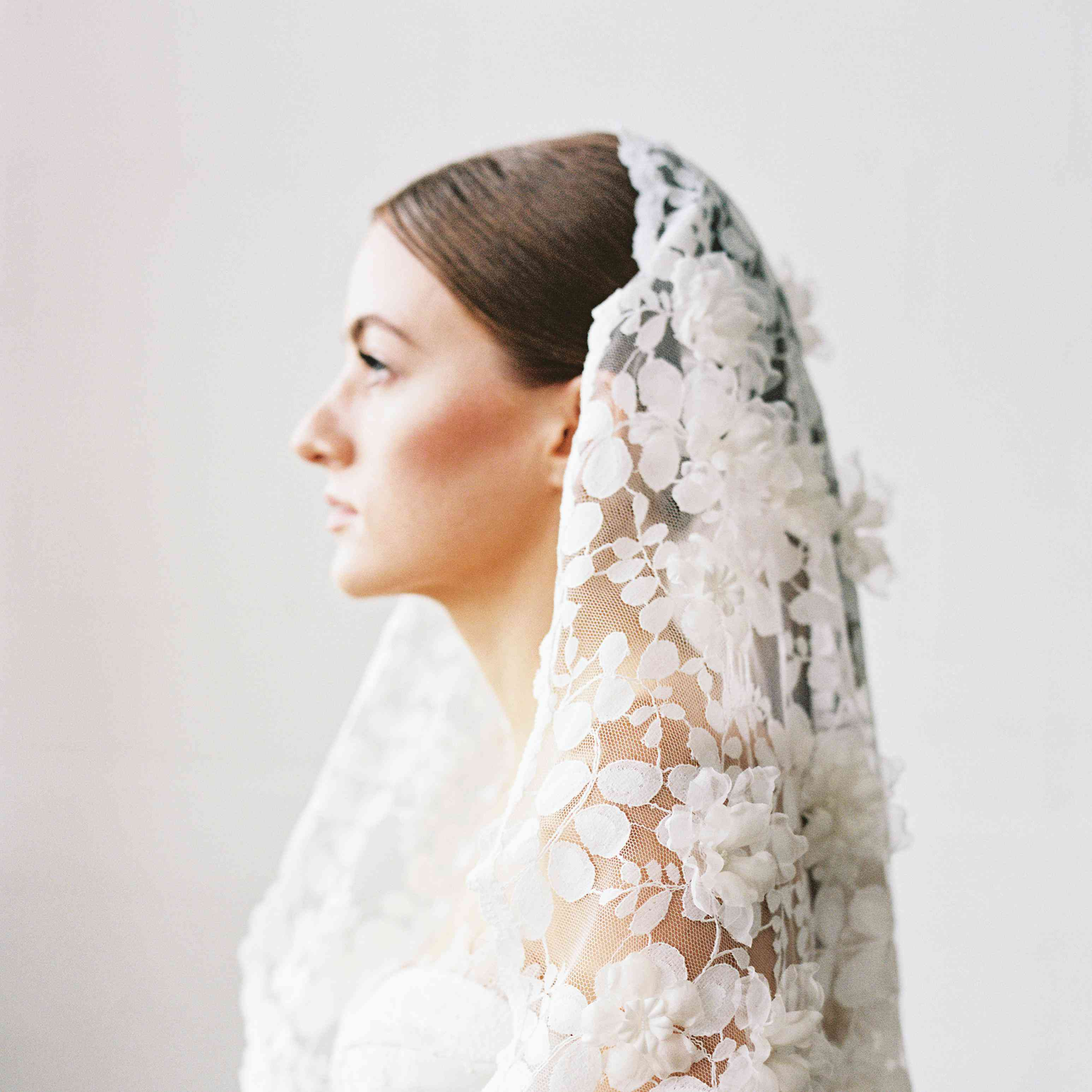 Wedding Veils Styles: 16 Of The Prettiest Wedding Veils From Etsy For Every