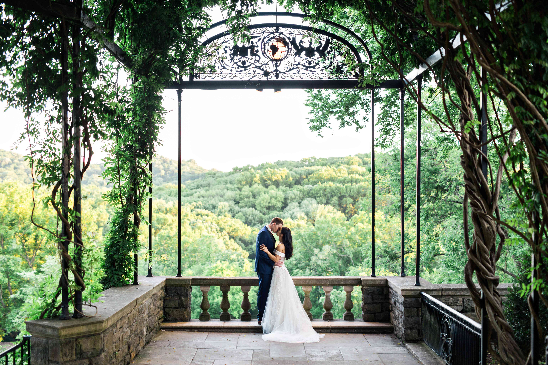 <p>Wedding photo at Cheekwood Estate and Gardens</p>