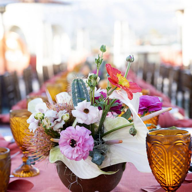 minimalist california celebration, bright rehearsal dinner flowers