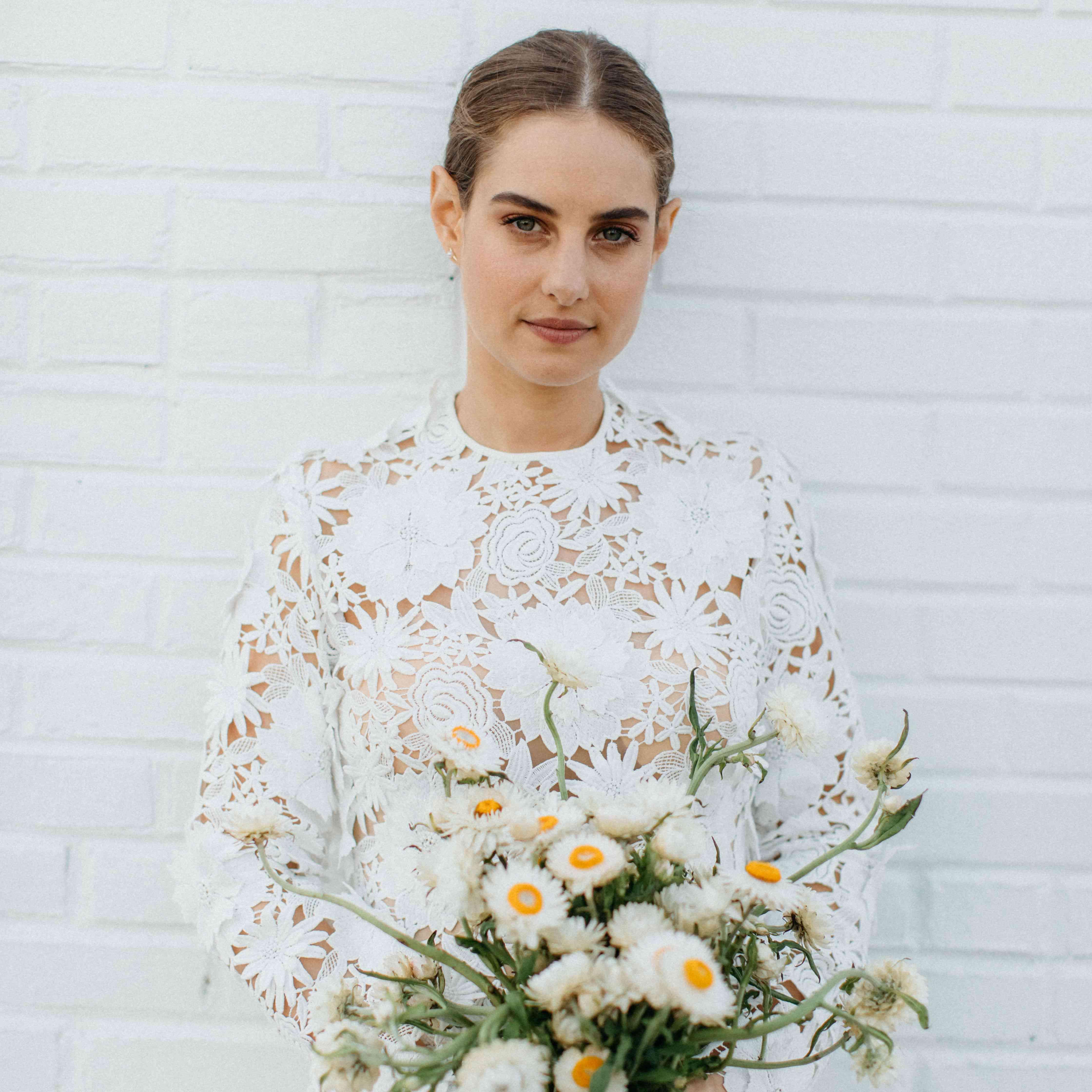 Bride holding daisies