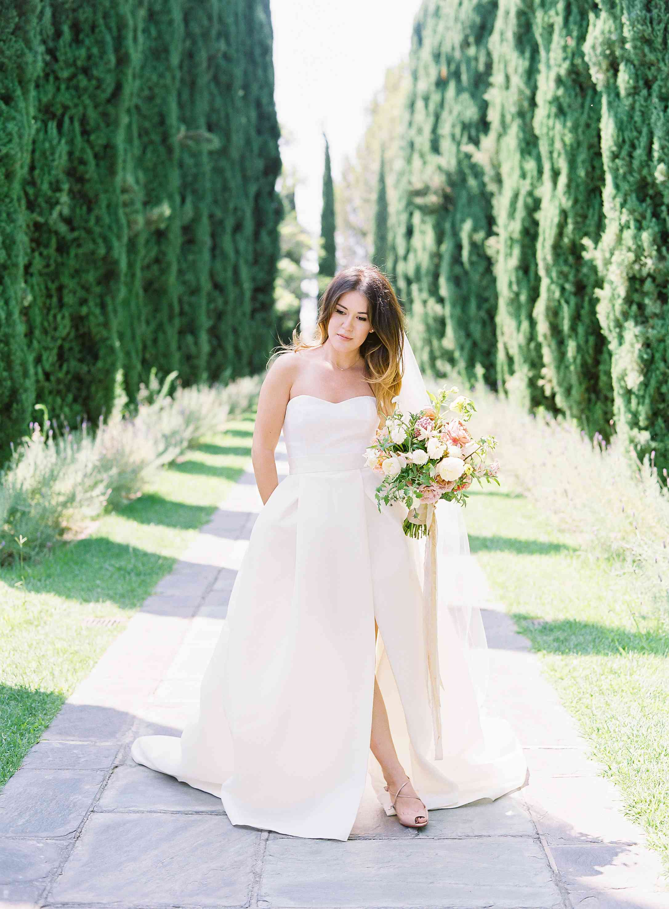 Bride in Monique Lhuillier wedding gown