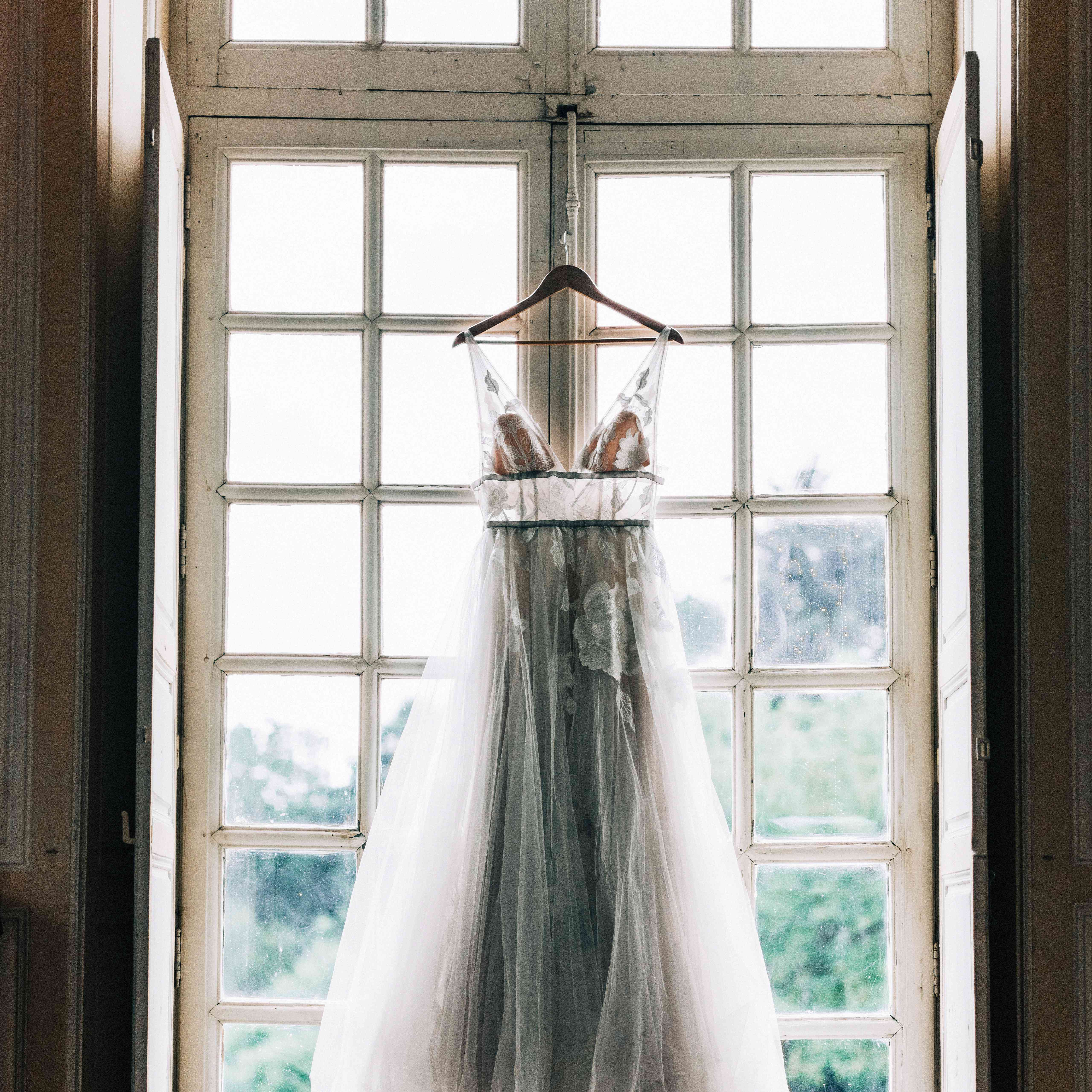 34dcd8386e When to Buy Your Wedding Dress: Your Go-To Shopping Timeline