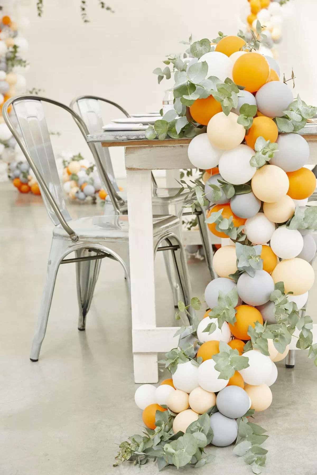 Balloon Table Garland