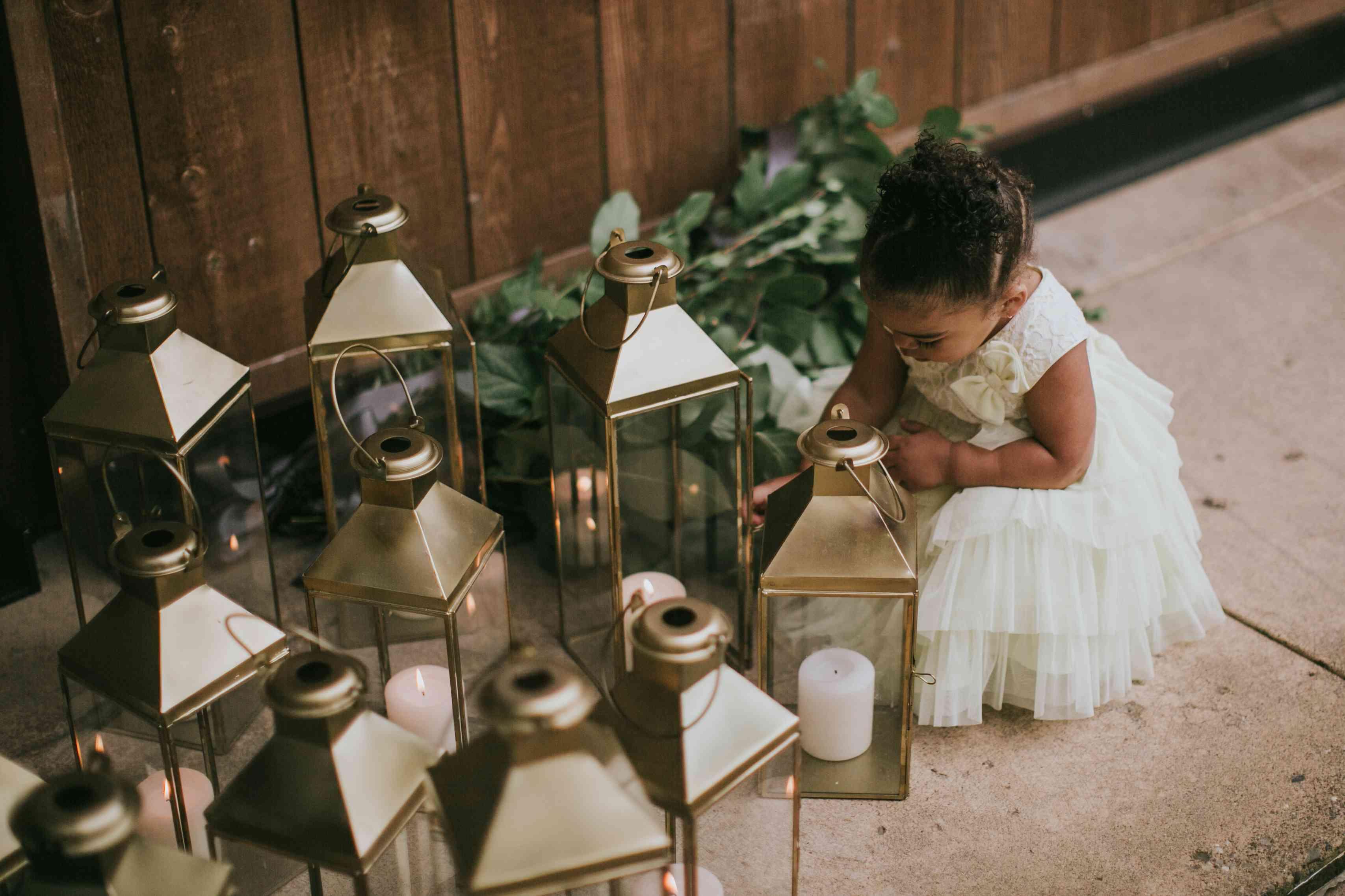 Flower girl by lanterns