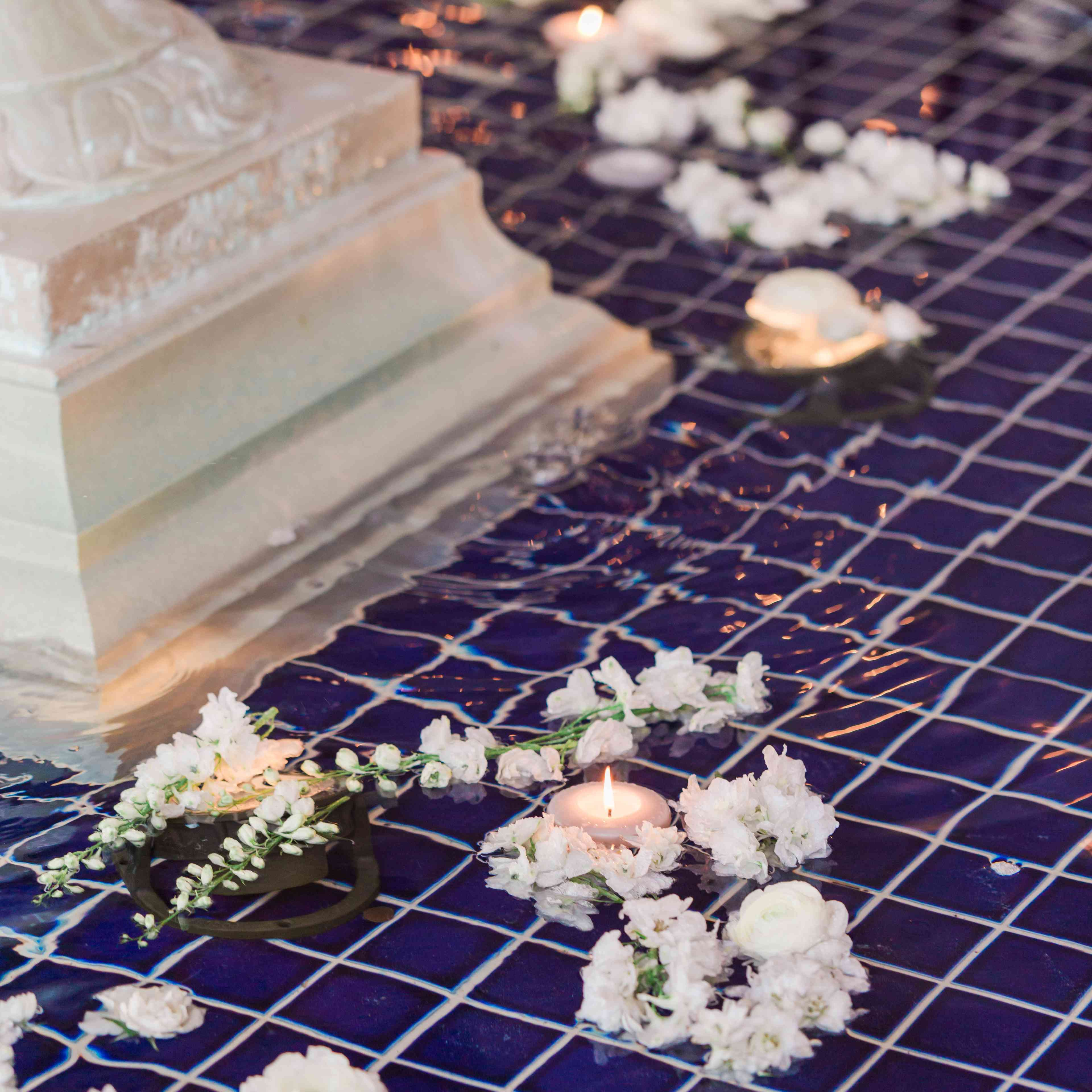 votives and rose decor