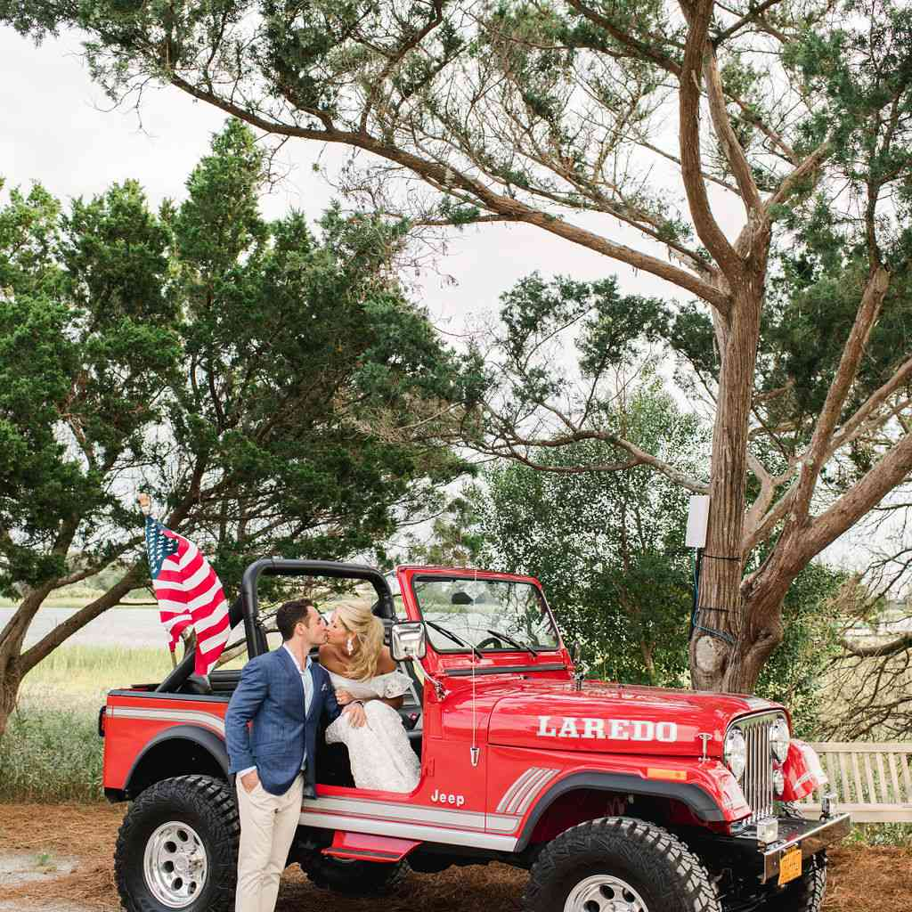 timeless southern wedding, bride and groom kissing red jeep