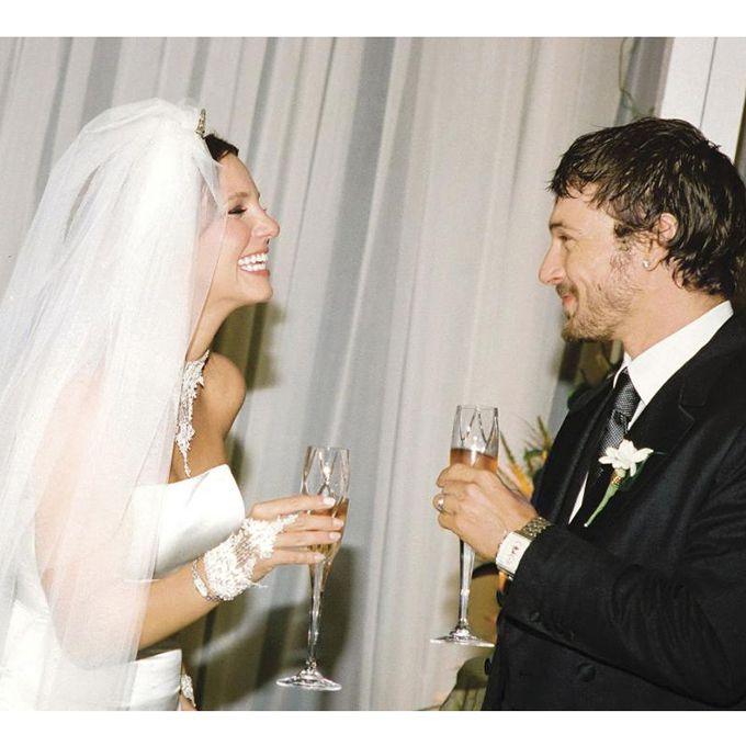 Britney Spears marries Kevin Federline in Monique Lhuillier, 2004