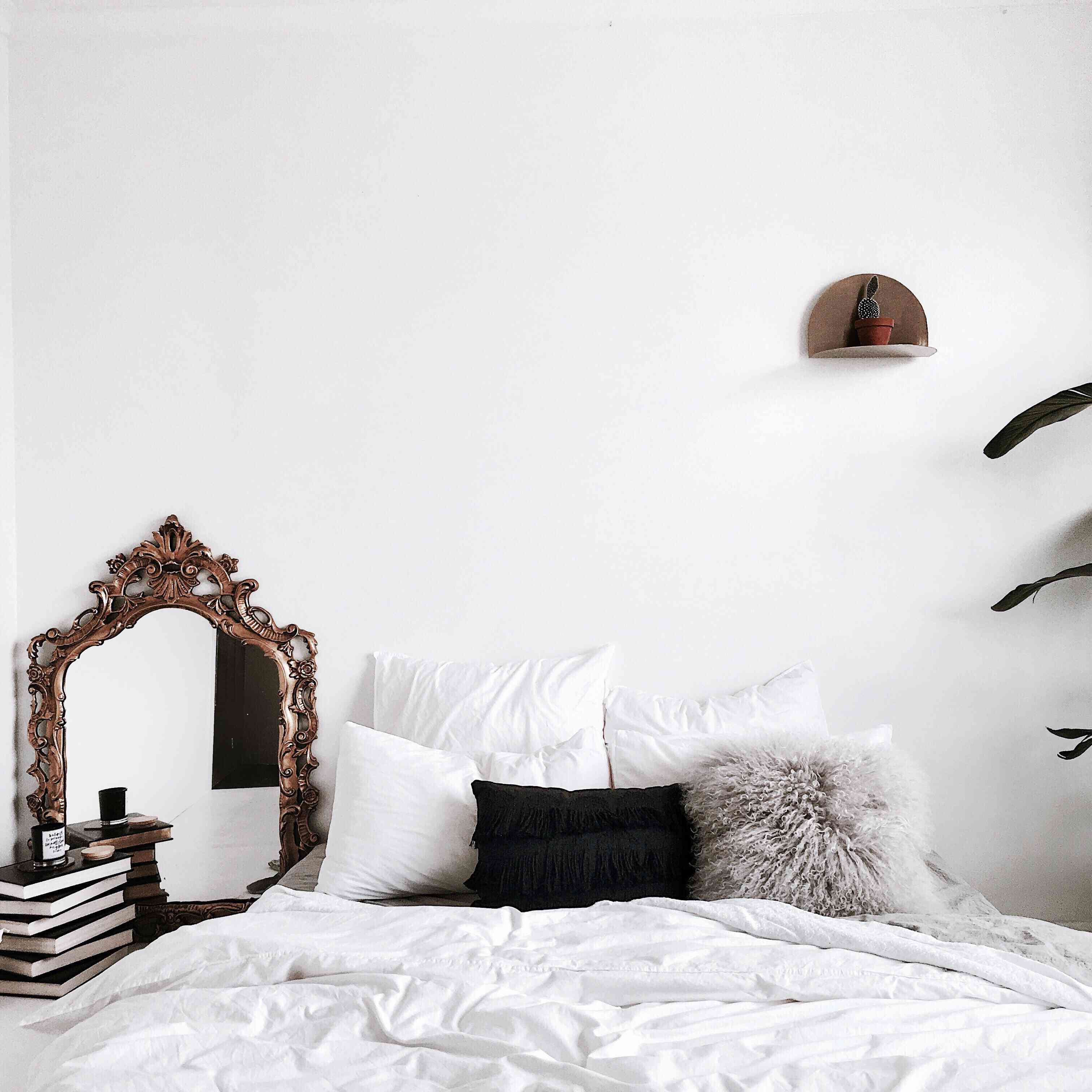 12 Feng Shui Tips All Couples Should Try in Their Bedroom