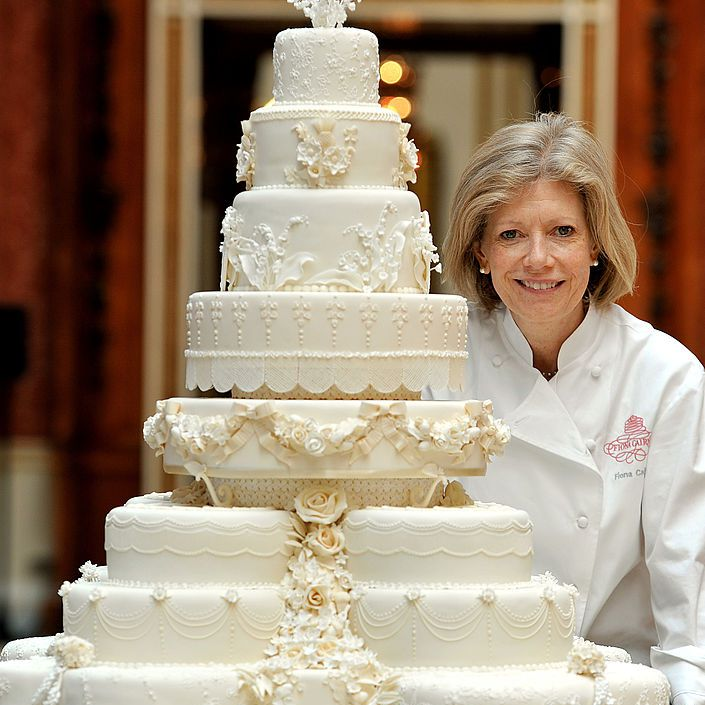 Fiona Cairns with Kate Middleton and Prince William's wedding cake