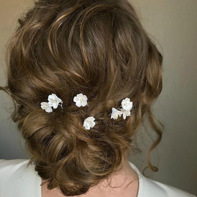 White flower hairpin