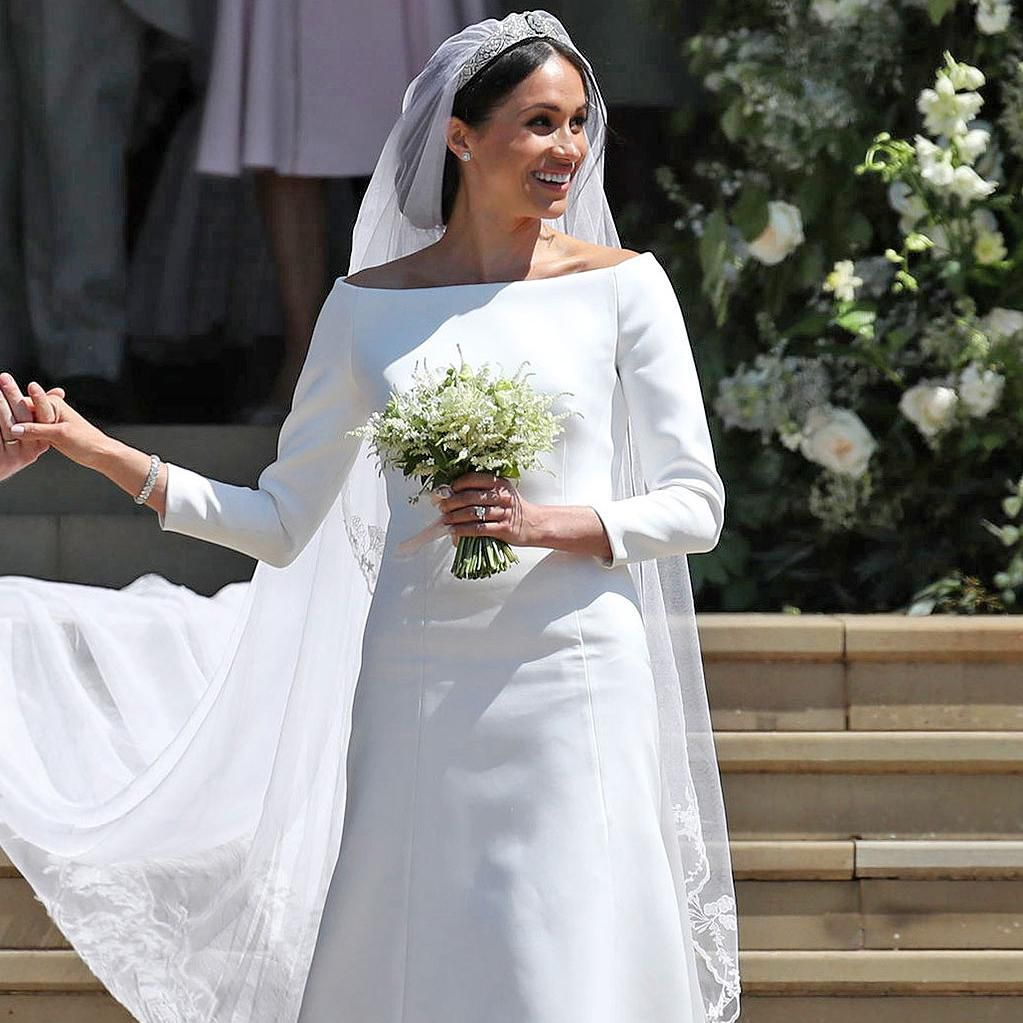 queen elizabeth reportedly didn t expect meghan markle to wear a white wedding dress wear a white wedding dress