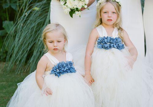 flower girls in tulle dresses