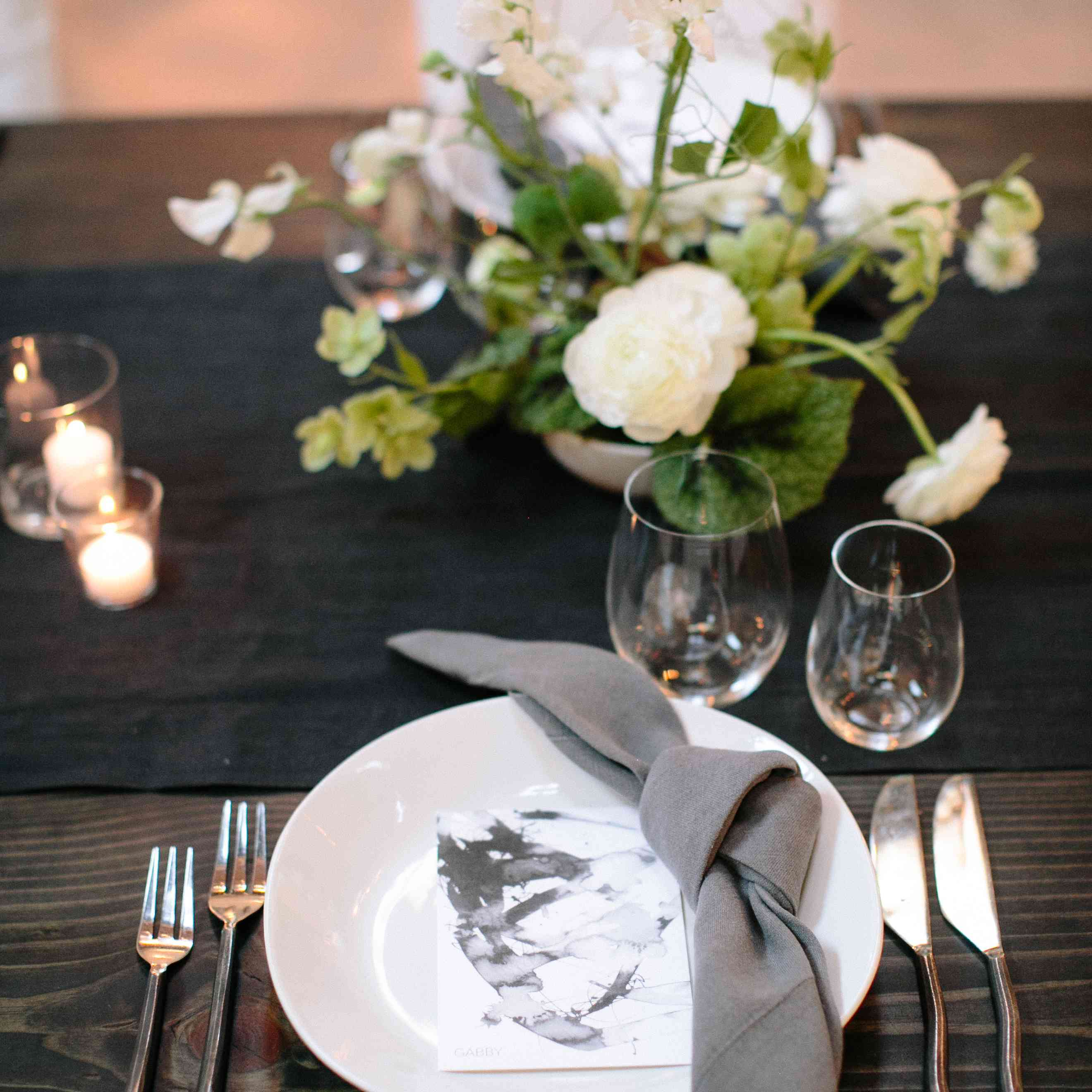 <p>place setting with grey details</p><br><br>