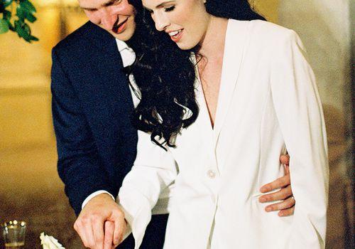 <p>bride and groom cut pie</p>