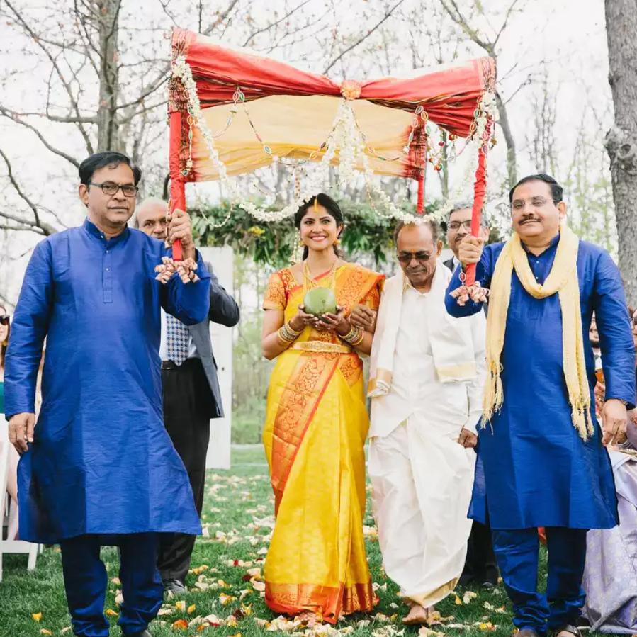 Bride processional in hindu wedding