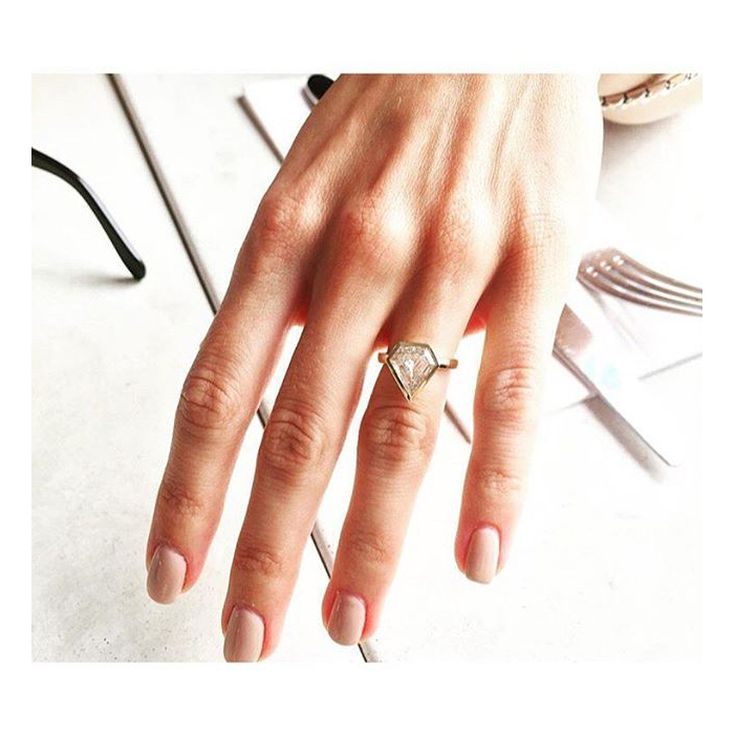 This Jewelry Designer Created Her Own Engagement Ring And We Re Obsessed