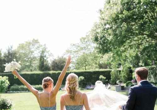 <p>bride with wedding party</p>