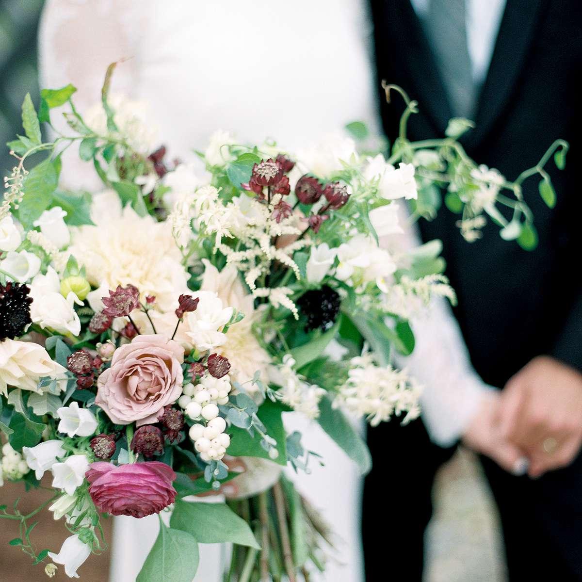 Ivory and mauve bouquet