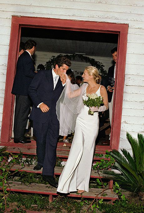 Carolyn Bessette marries John F. Kennedy, Jr. in Narciso Rodriguez, 1996
