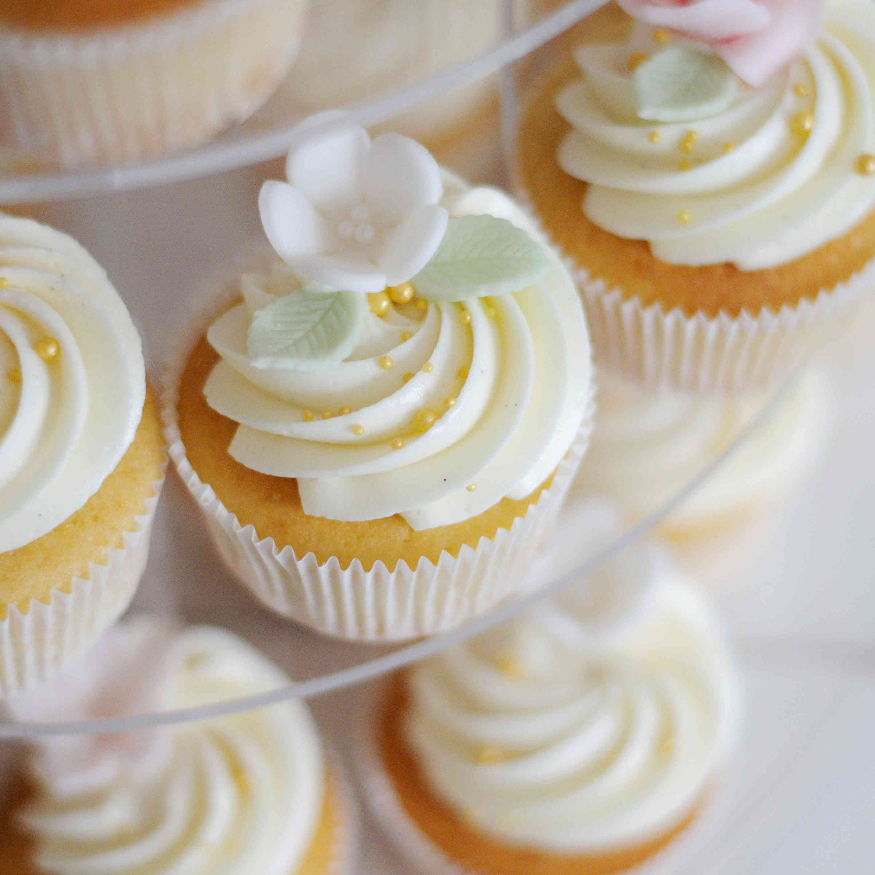 sugar flower cupcakes