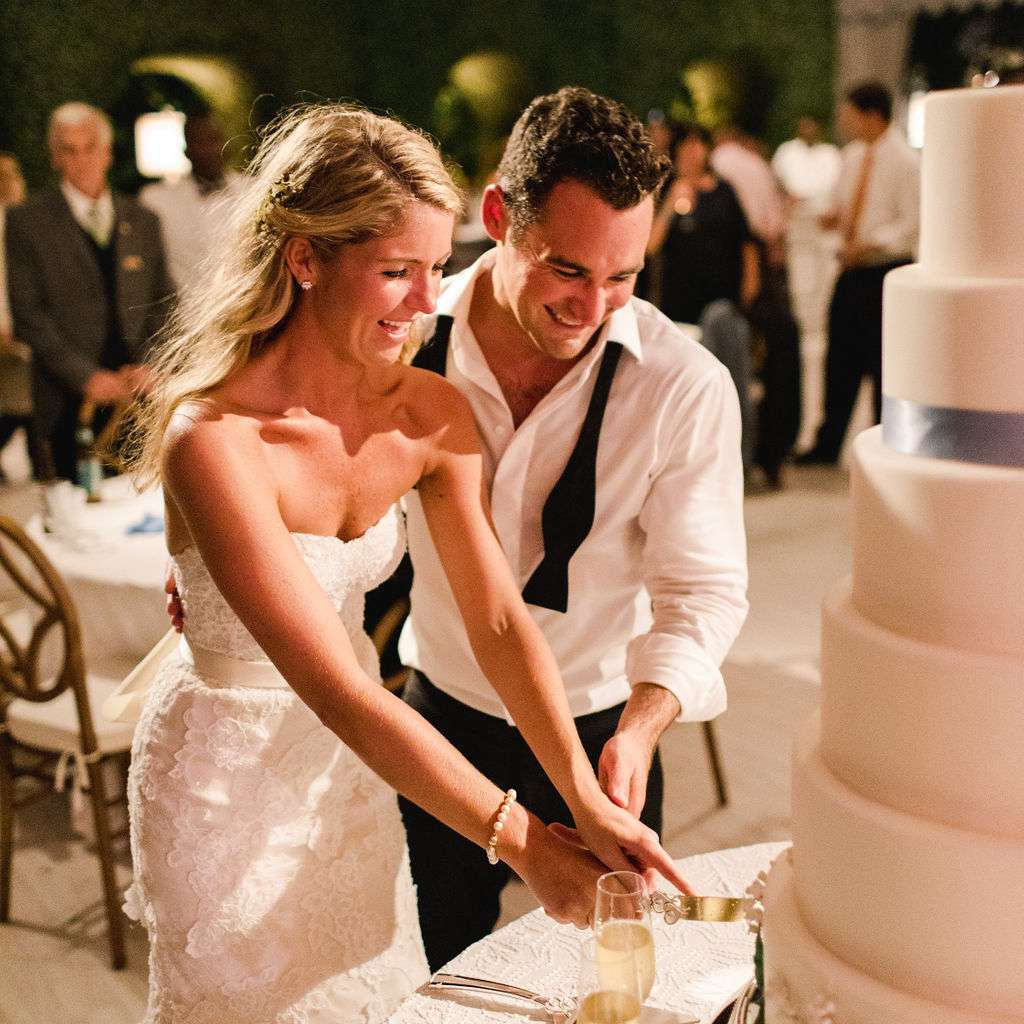 timeless southern wedding, bride and groom cutting cake