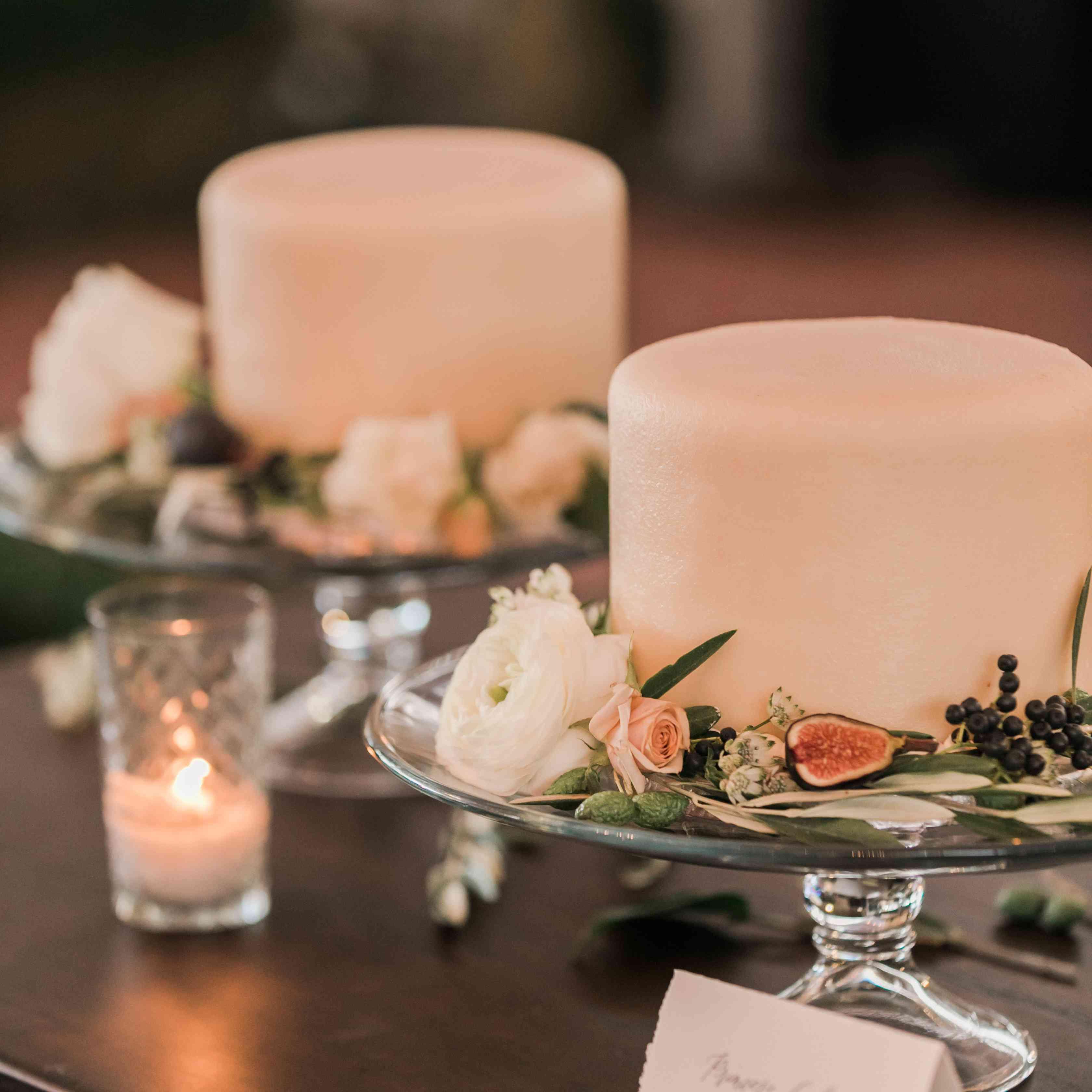 wedding cakes with fresh fruit