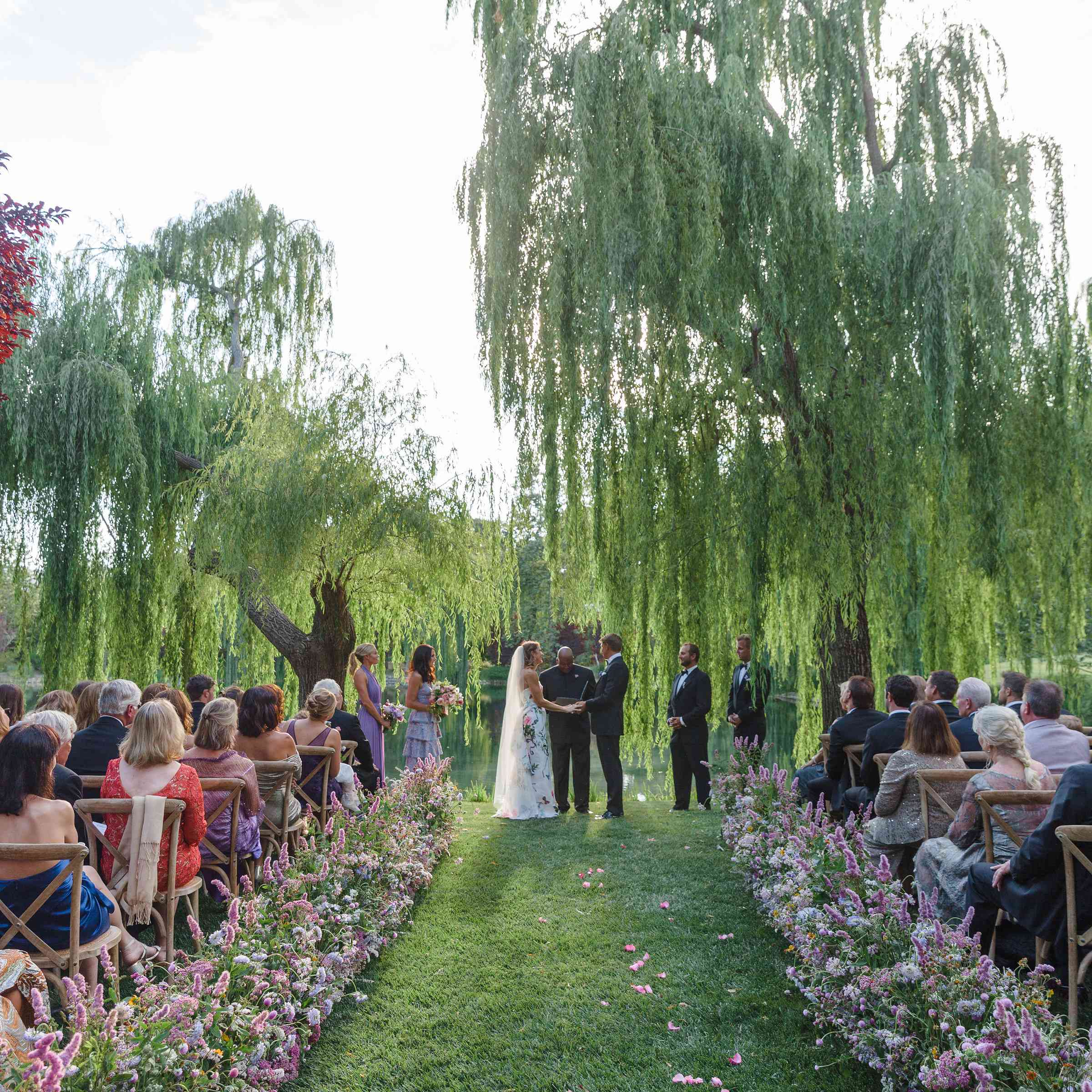 weeping willows outdoor wedding ceremony
