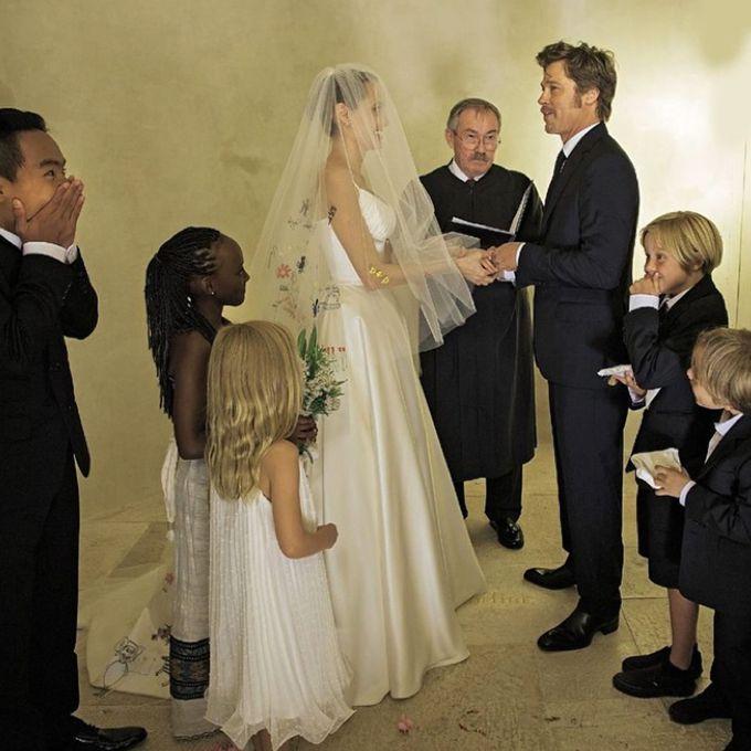 Angelina Jolie marries Brad Pitt in Atelier Versace, 2014