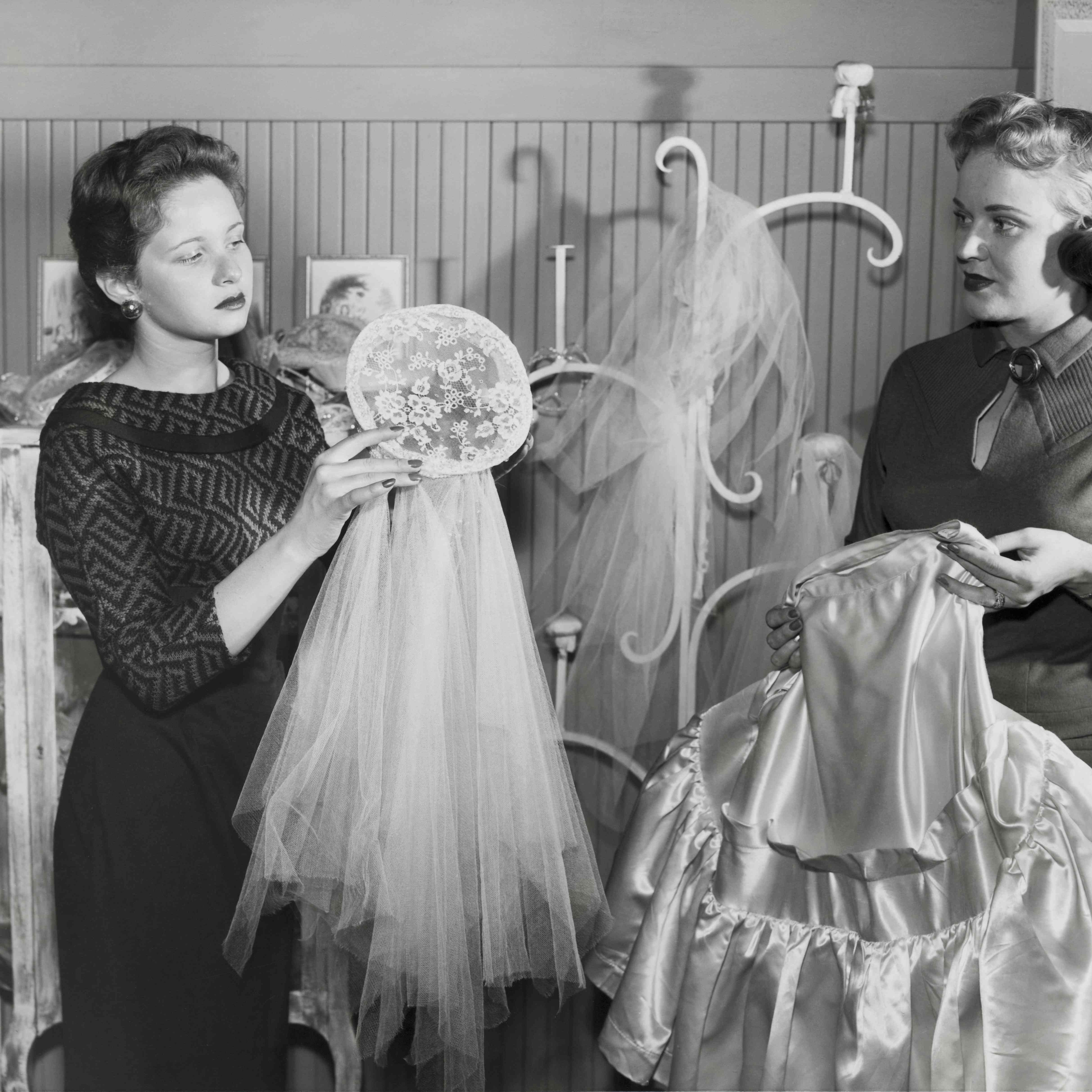 Wedding Gown For Parents: What To Do When Your Mom Doesn't Like Your Wedding Dress
