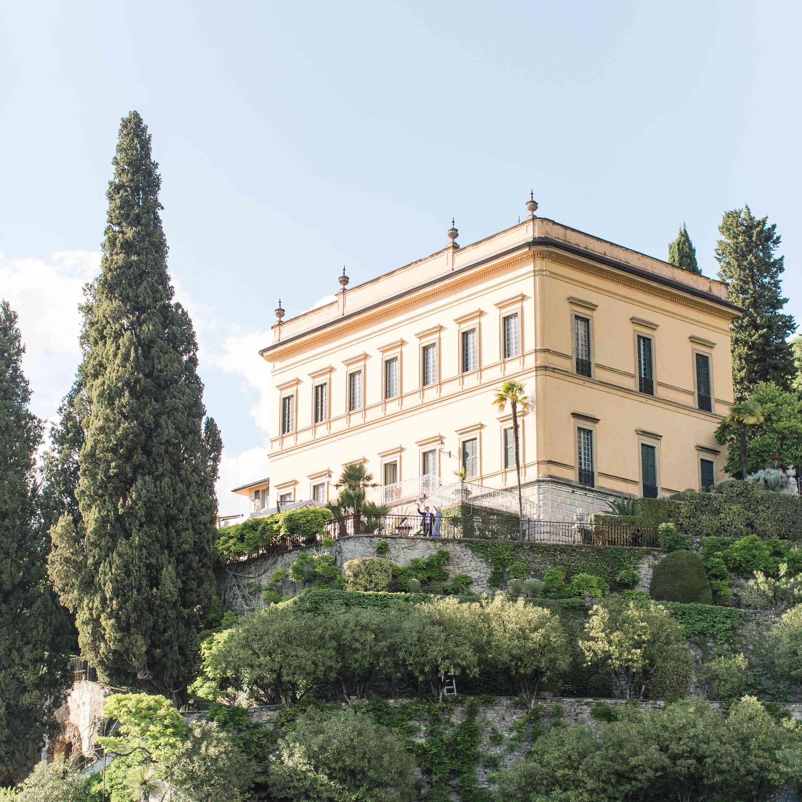 <p>Building in Lake Como</p><br><br>