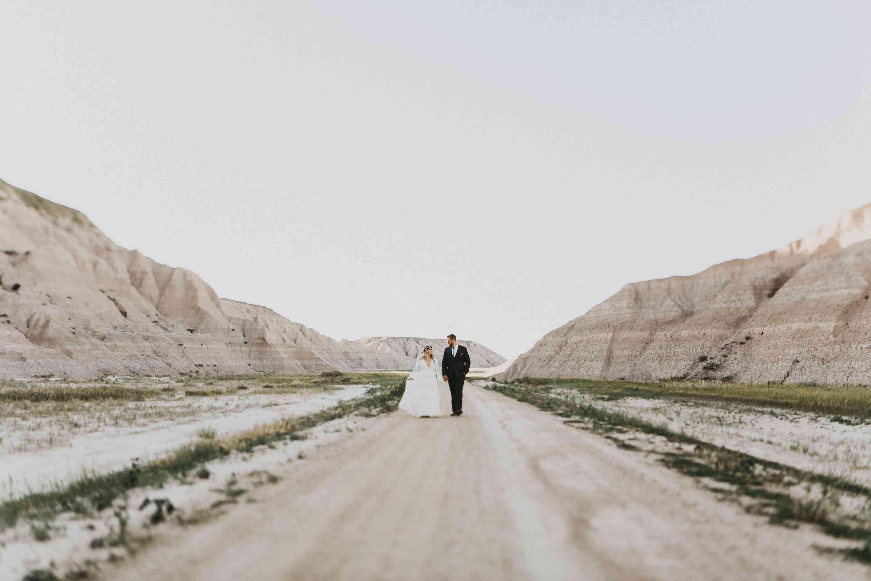 <p>Wedding photo in the Badlands in South Dakota</p>
