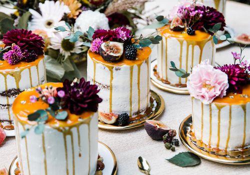 <p>Drip Wedding Cakes</p>