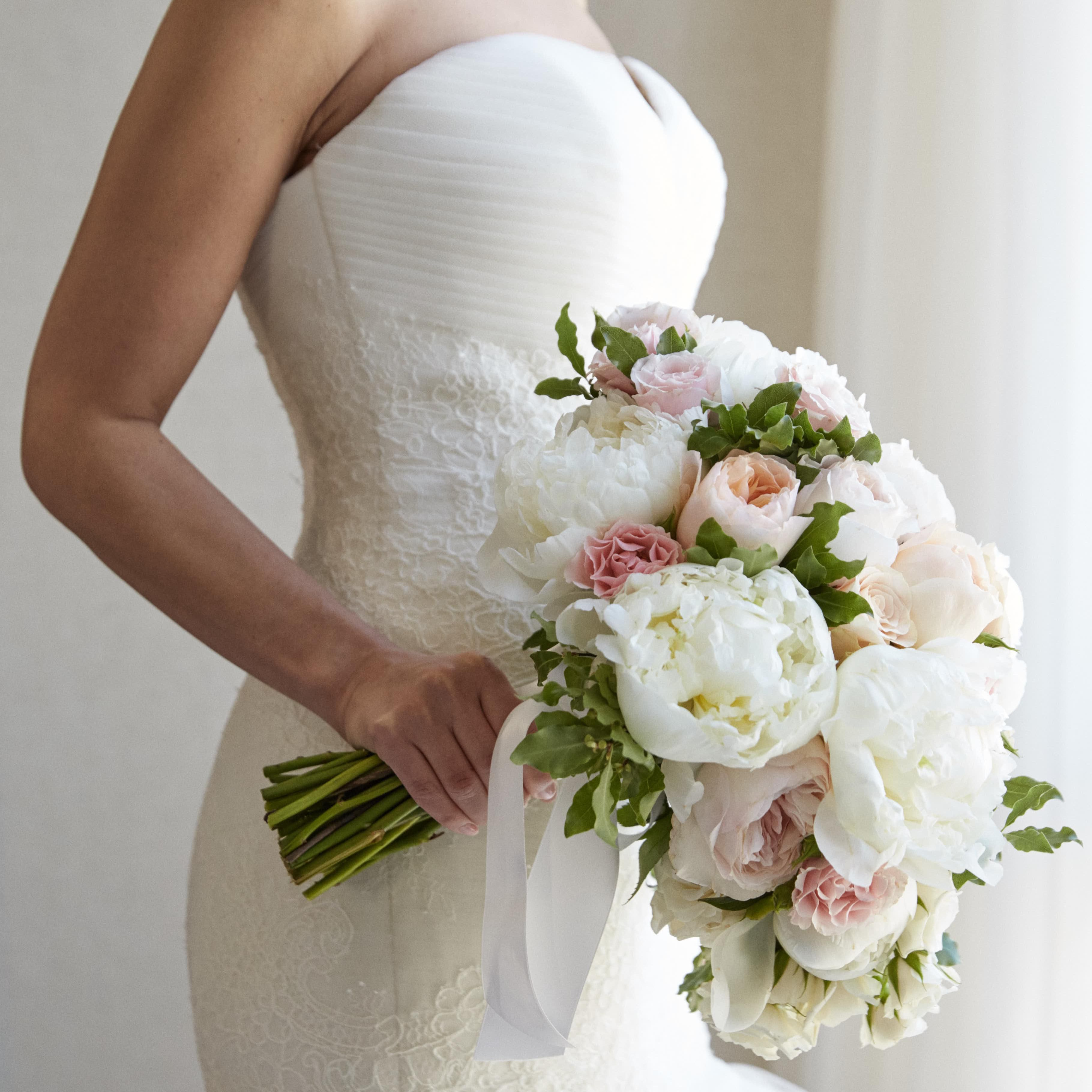 Legit Reasons To Retire The Tradition Of Tossing The Bridal Bouquet