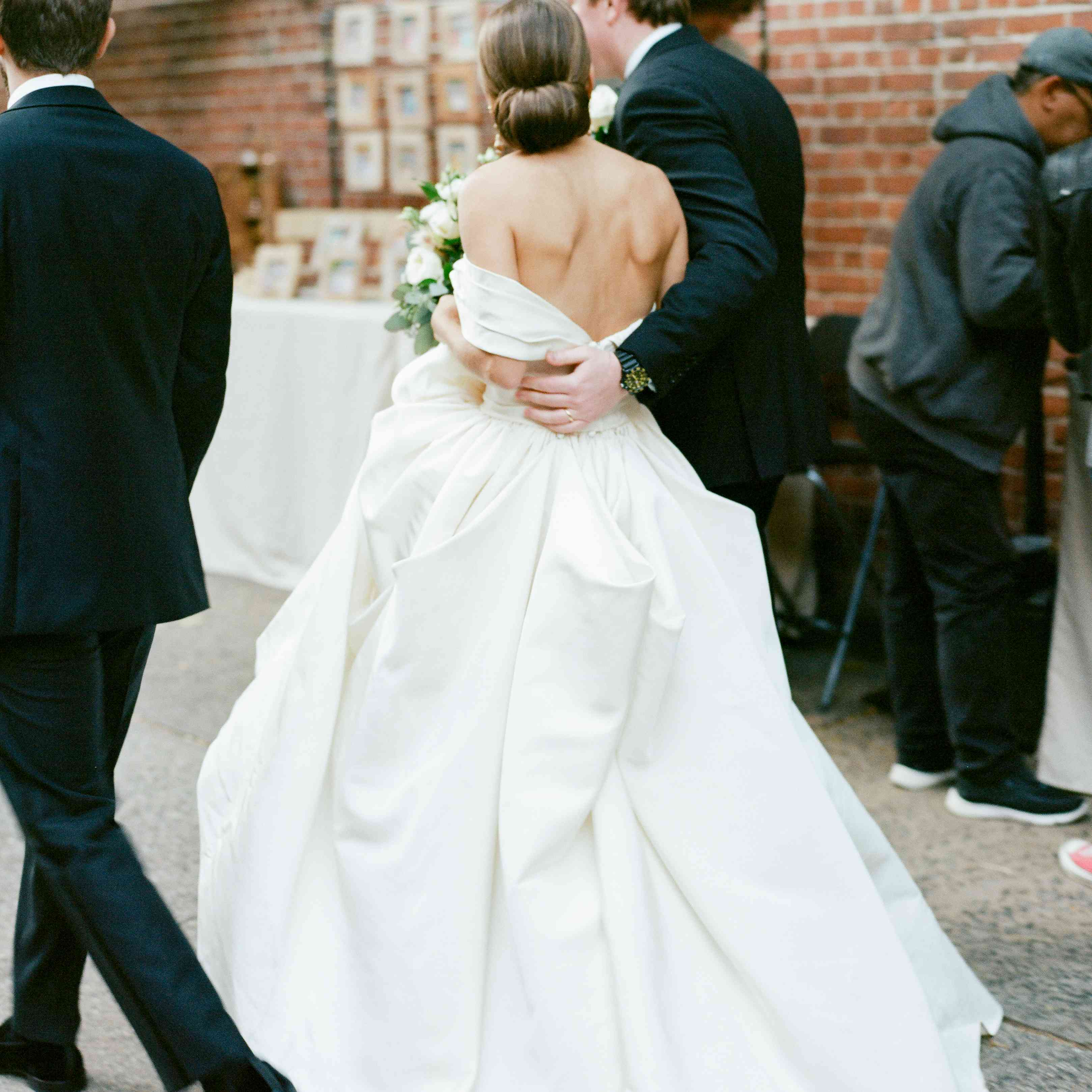 <p>bride and groom in city streets</p><br><br>