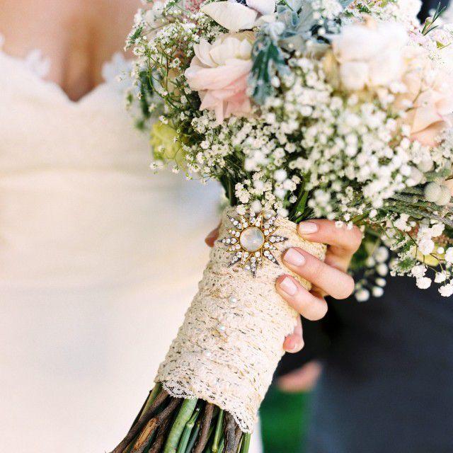 lace sash around wedding bouquet