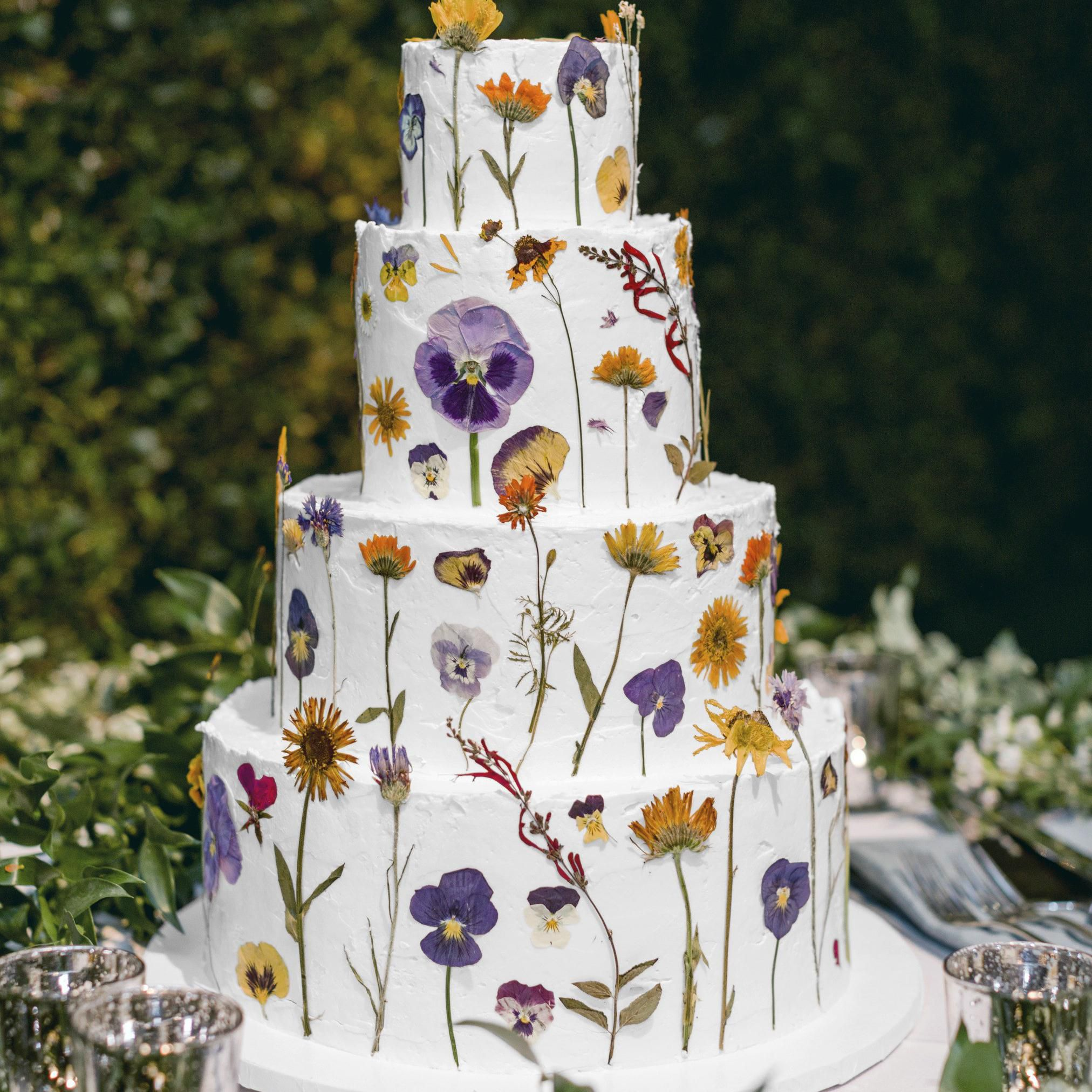 10 Ways To Decorate A White Wedding Cake So It S Anything But Boring