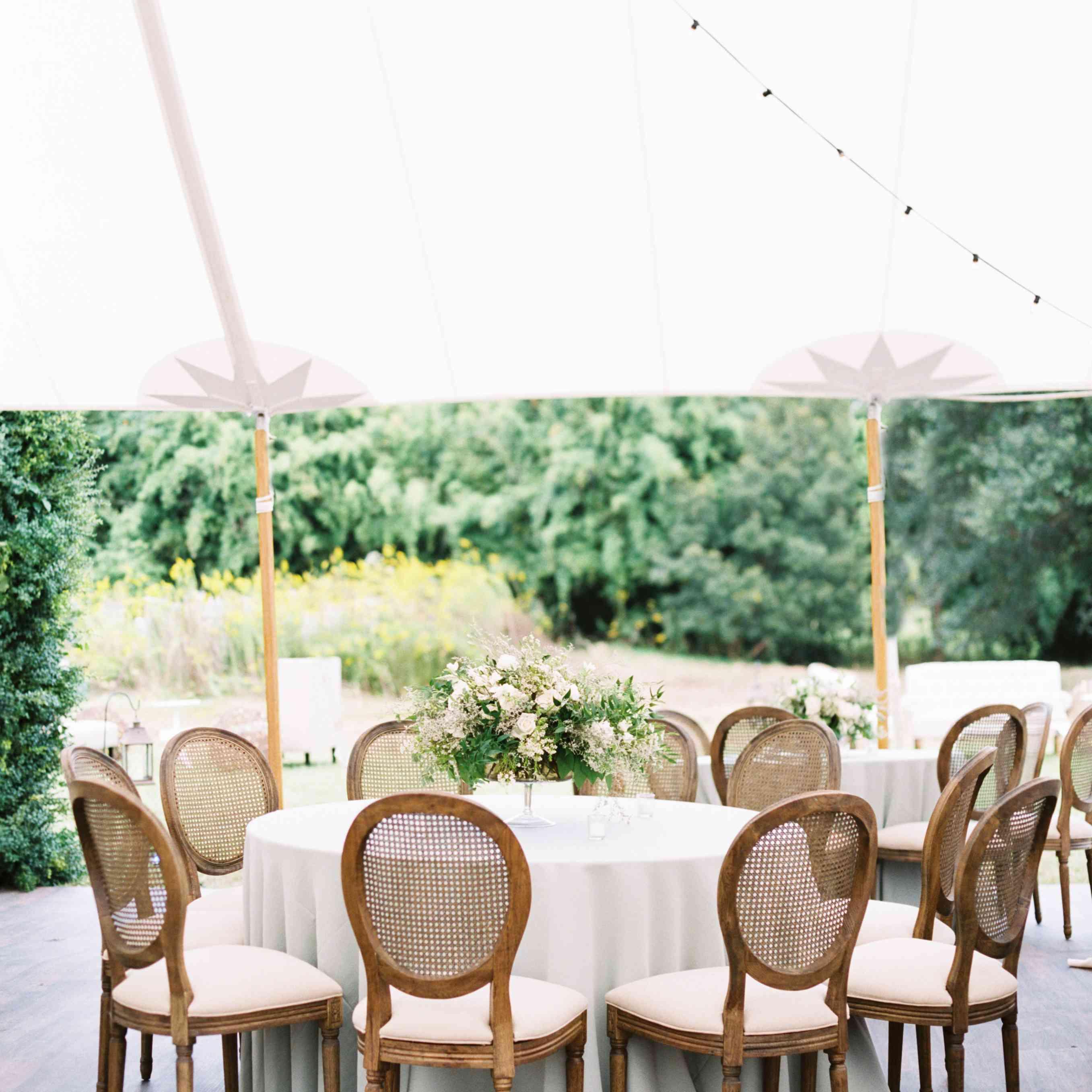 Table arrangement at reception