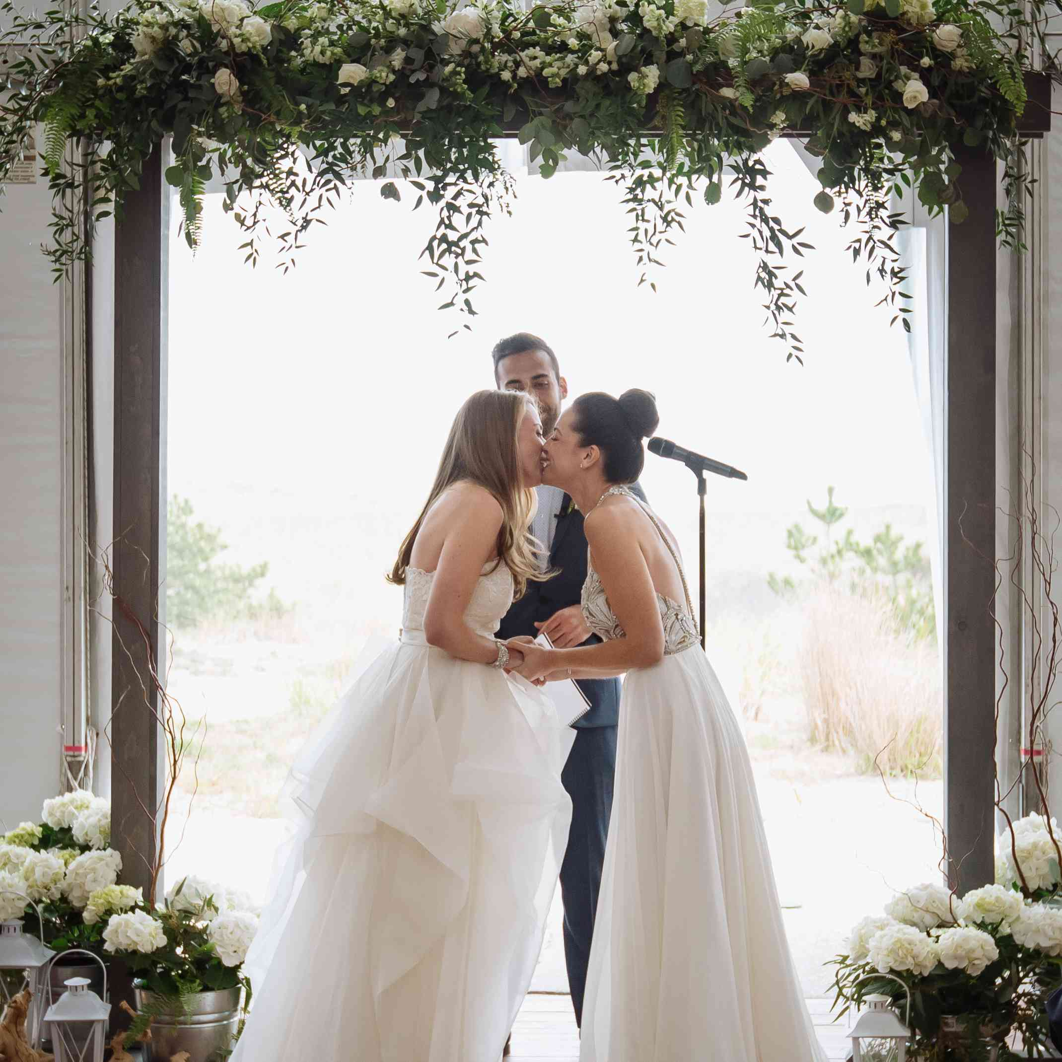 Brides' First Kiss