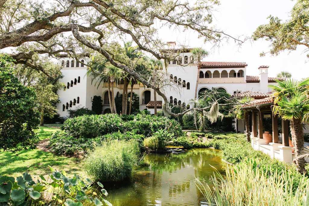 timeless southern wedding, garden venue