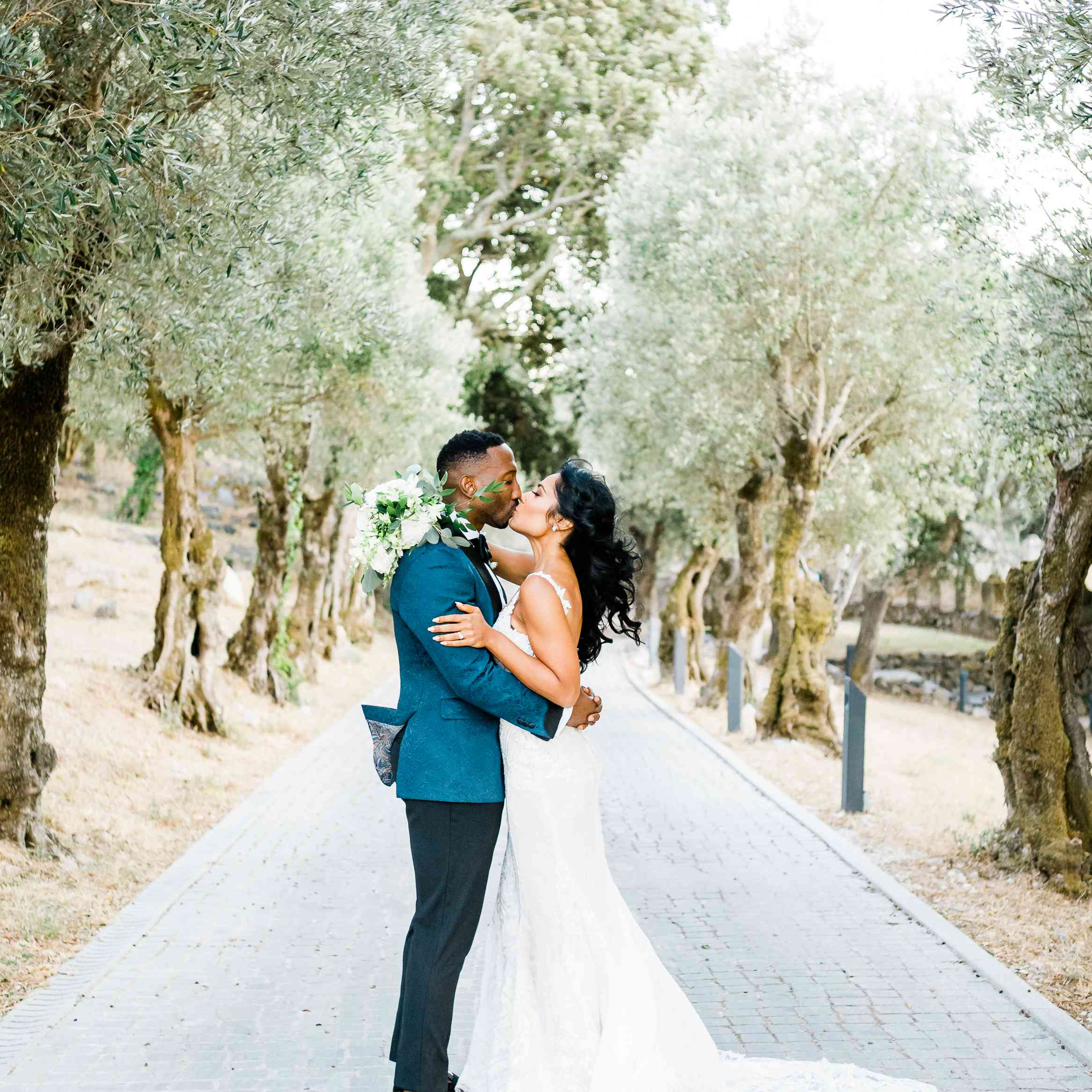 bride and groom in Portugal